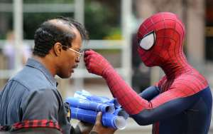 The Amazing Spider-Man 2: incontro fra Spidey ed Electro, video e foto