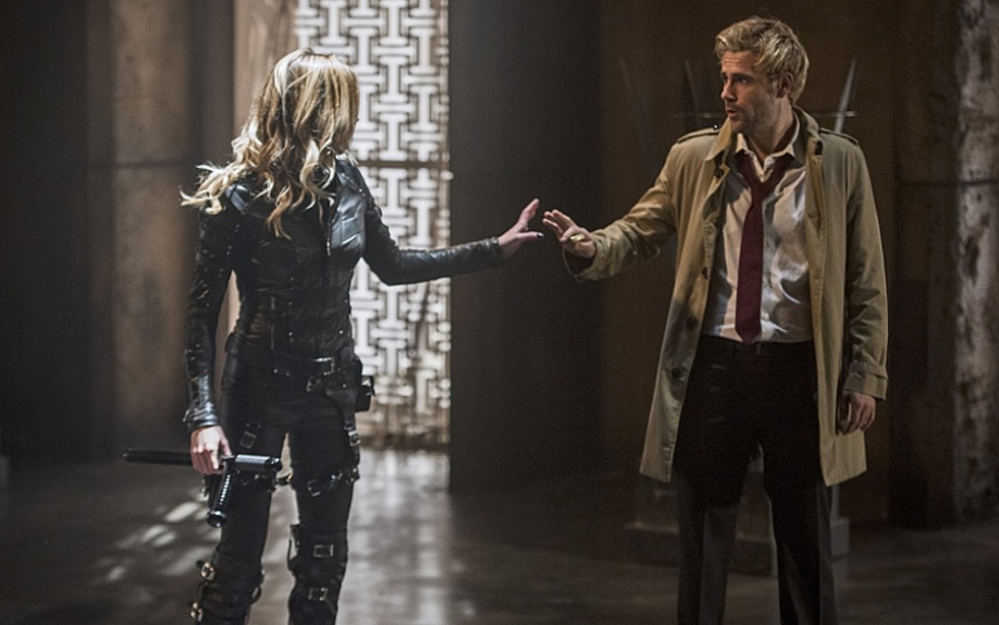Hawkgirl e Dr. Light nella nuova clip di The Flash, Constantine nella clip di Arrow